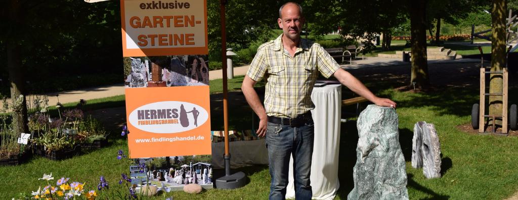 Hermes Findlingshandel im Park der Gärten