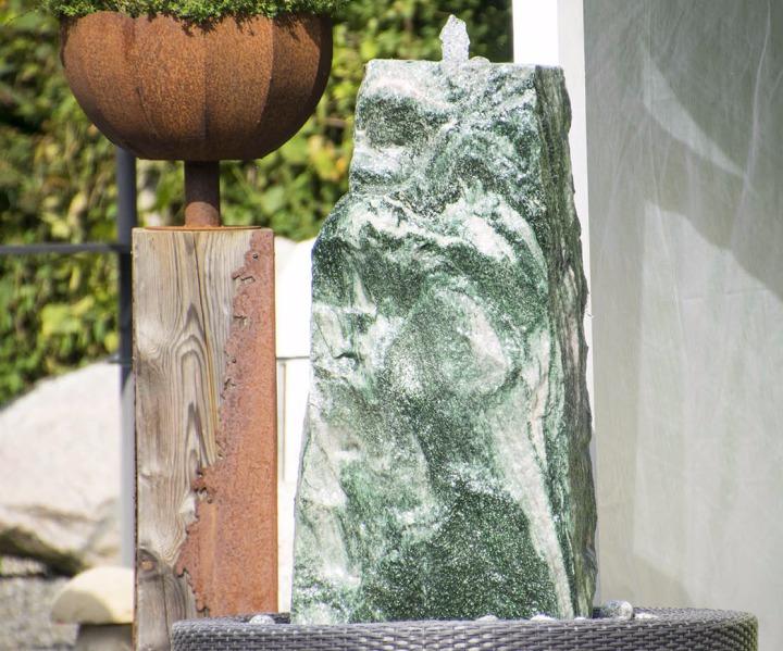 Springbrunnen Wasserspiel Gartengestaltung