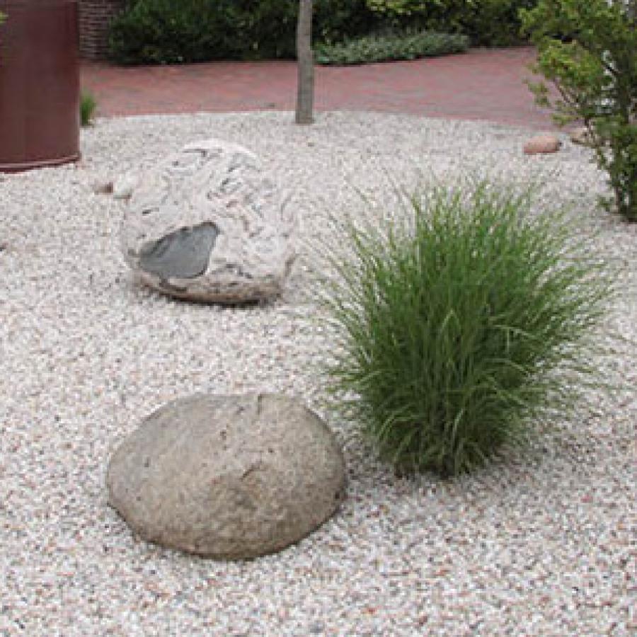 Vorgarten mit Natursteinen